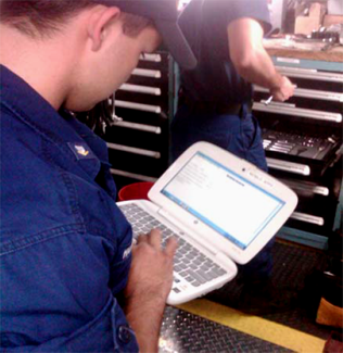 Photo: Maintenance technicial using a mobile MPC